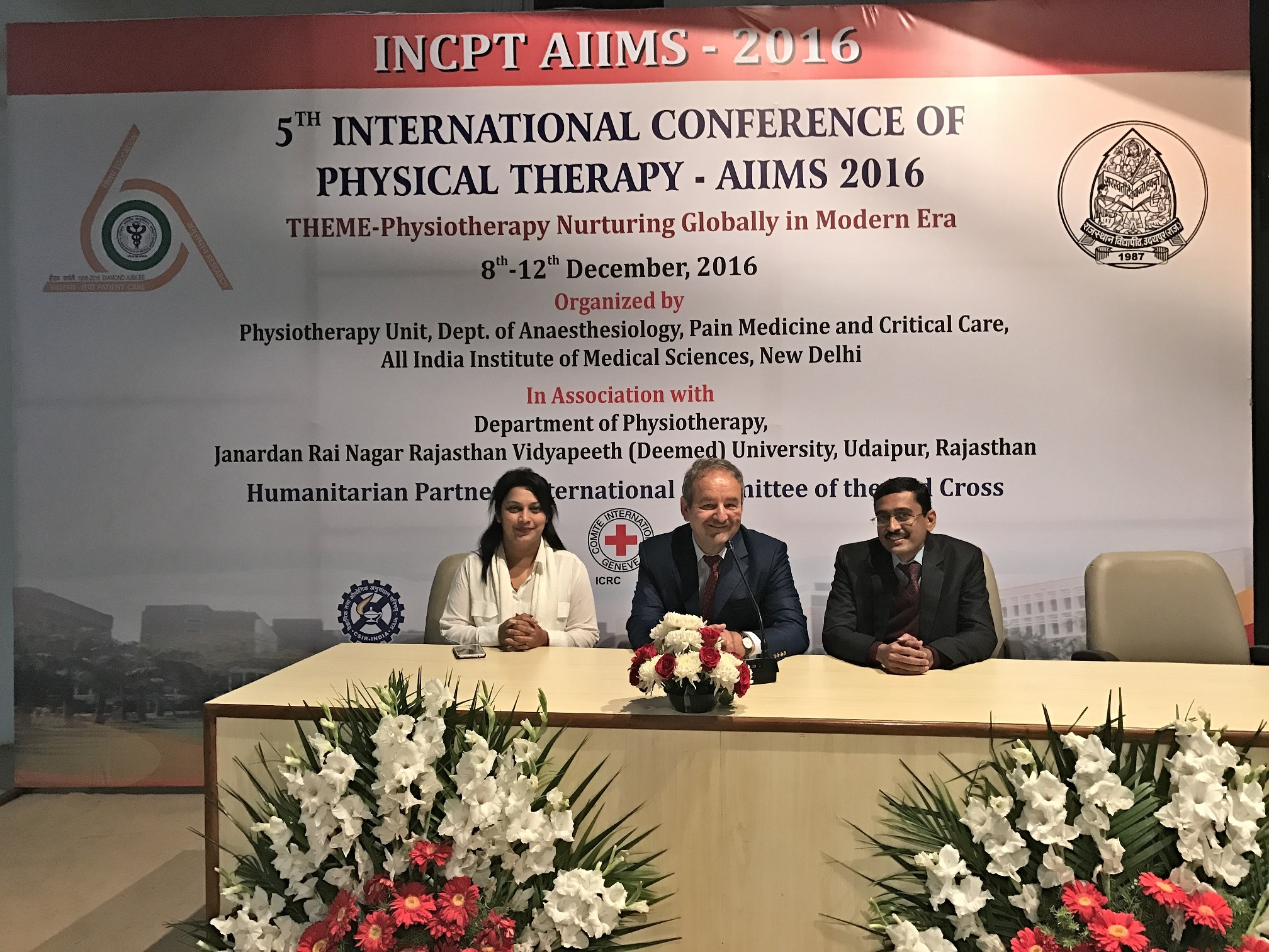 Dr. Meenakshi Pandit, Dr. Ulrich Randoll and Dr. Sandeep Bhagwat answered questions of therapists and doctors